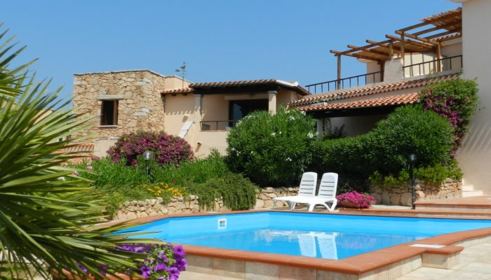 Residence-Sardegna-con-piscina-